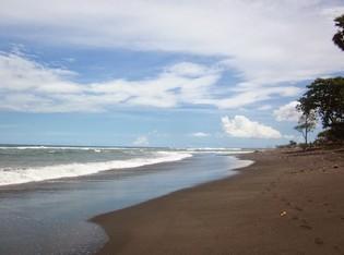 http://www.teluklove.com/2017/02/pesona-keindahan-wisata-pantai-pering.html