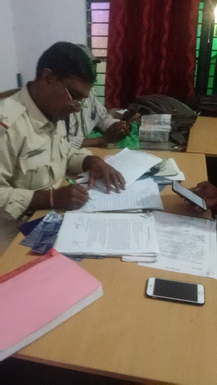 Jhabua News-एसएसटी-1 झाबुआ द्वारा टोल टैक्स बेरियर वन पर 80 हजार रूपये जप्त