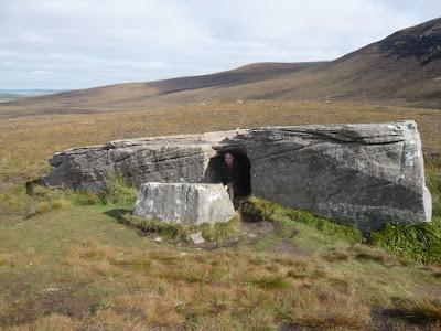 Камень Dwarfie Stane Шотландия