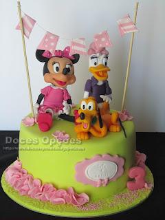 Bolo de aniversário com a Minnie, a Margarida e o Pluto