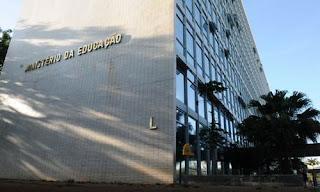 MEC poderá pedir empréstimo de até R$ 800 milhões para financiar reforma do ensino médio