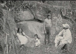 Ricardo Krone conversando com índios guarani, 1906.