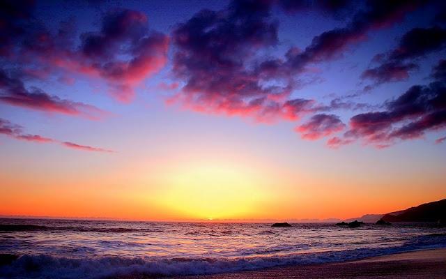 Hình ảnh hoàng hôn tím trên biển buồn thơ mộng