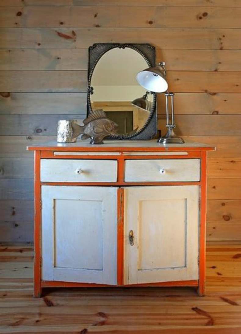 """Beachy"" painted chest with nauticalelements"