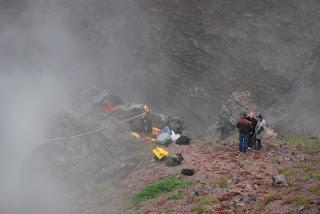 des volcanologues au travail