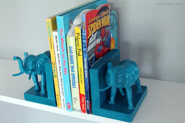 Plastic Elephant Bookends from www.lovegrowswild.com #diy #book