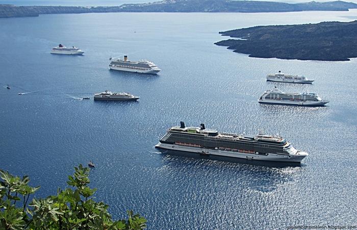 Santorini island cruise ships