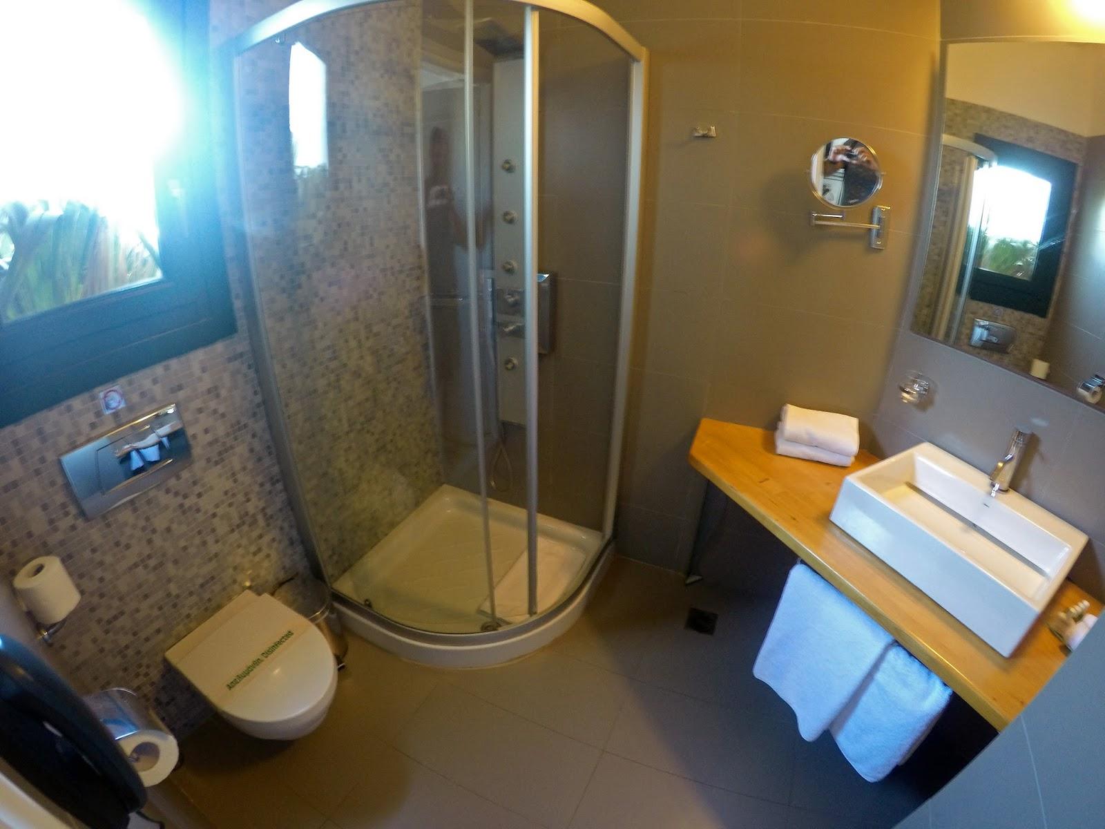 Tharroe of Mykonos Bathroom