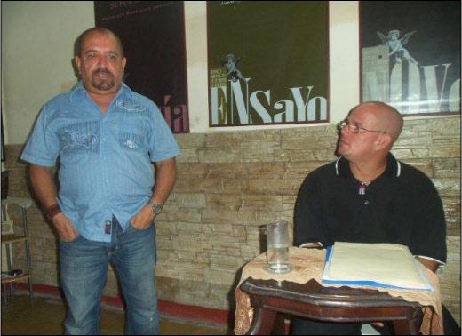 Alfredo Zaldívar en la presentación del miércoles de poesía