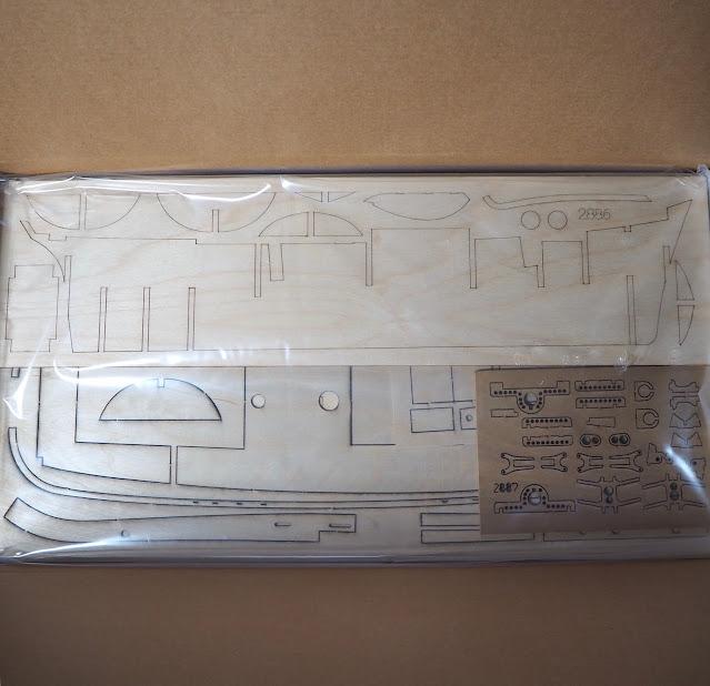 Unboxing QShip Hunter Amati Modellismo, tavole di tiglio pretagliato e preinciso