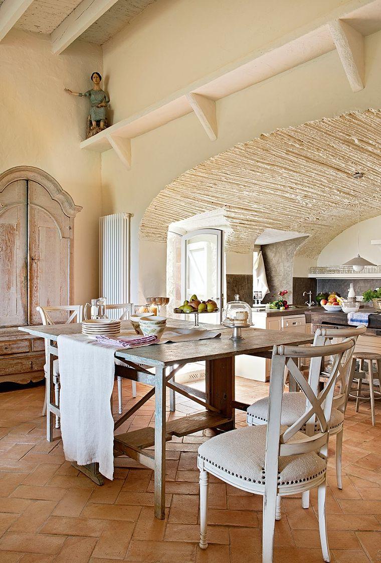 PUNTXET Un antiguo pajar rehabilitado con estilo provenzal #comedor