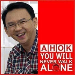 Ahok, Ahok Djarot, Ahok vs Anies, bouquet for Ahok, love for Ahok, rock star, Jakarta, Anies Sandi