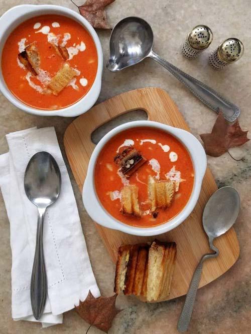 la famosa sopa de tomate fácil de Ina Garten, y de yapa, tostados de gruyere