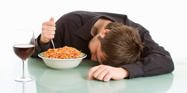 الاضرار التي يسببها النوم بعد تناول الطعام
