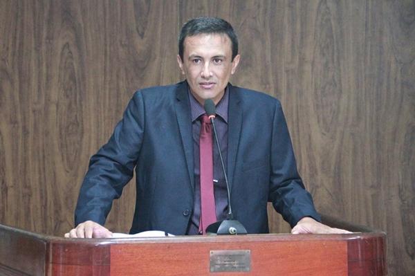 Câmara Municipal empossa prefeito e vereadora em Caicó