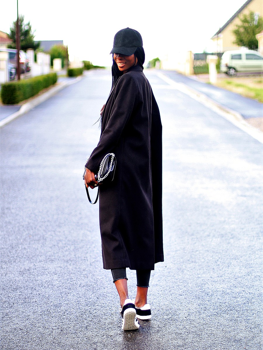 manteau-long-baskets-adidas-gazelle-sac-rebecca-minkoff-casquette