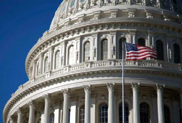 Congresistas de EEUU proponen ley para amparar migrantes venezolanos