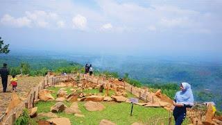 Bukit Batu Songgong atau Bukit Batu Ngroto