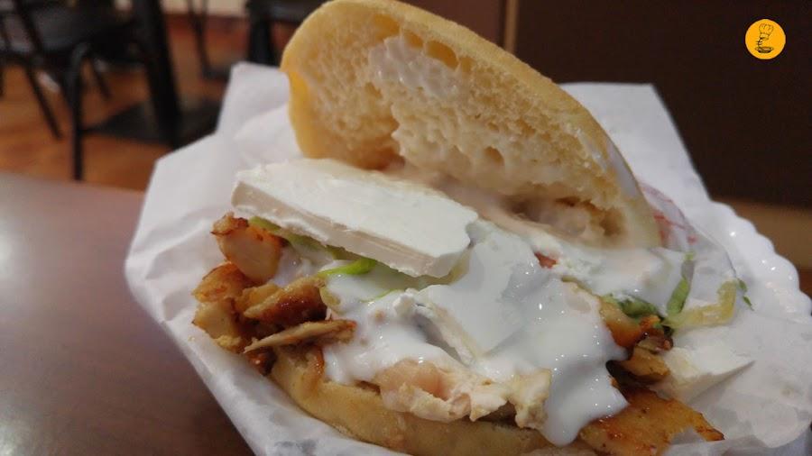Kebab de pollo con queso en Yunie, mejores kebab Madrid, kebab Madrid, Yunie Kebab