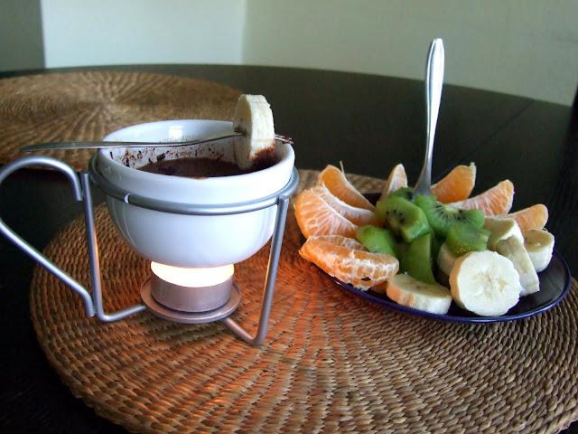 fondue z owocami i czekoladą