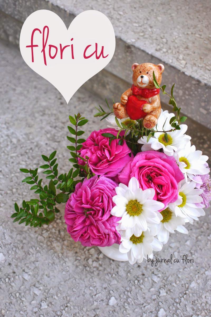 aranjament  buchet altfel cu trandafiri si flori pentru ziua indragostitilor