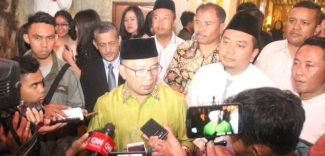 AGEN BOLA -  Dampingi Ridwan Kamil, Daniel minta restu pengurus PWNU Jabar