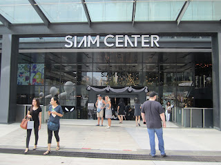 Eingang zum Einkaufszentrum Siam Center in Bangkok