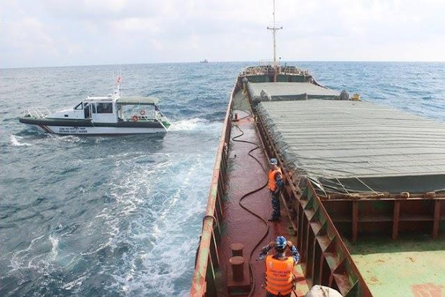 Phát hiện hơn 2000 tấn than không rõ nguồn gốc được vận chuyển trên biển
