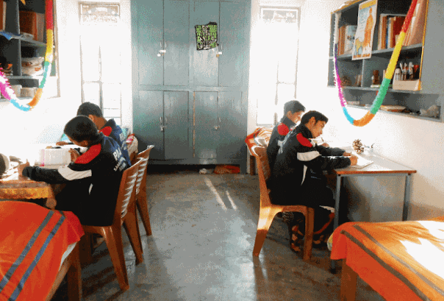 advantages and disadvantages of hostel life in hindi, essay on boarding school in hindi, speech on hostel life, hostel life quotes in hindi, hostel life in school, general knowledge,