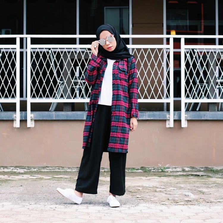 Trik Masa Kini Untuk Tampil Fashionable Tapi Simple Dengan Kemeja Longgar.
