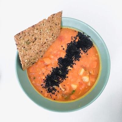 Orientalna zupa z batata z czarnuszką
