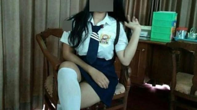 Heboh !! Sepasang ABG Kepergok Sedang Buat Video Mesum Lalu Disebarkan Di Sosmed !