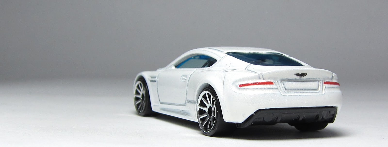 Car Lamley Group First Look Hot Wheels Aston Martin Dbs In White And The Tail Lights Are Back