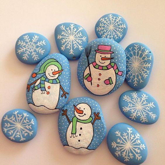 Piedras con motivos navideños