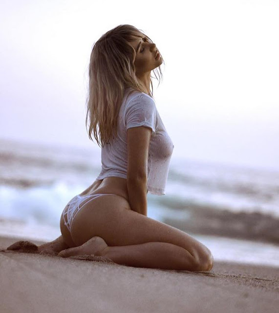 Hot girls Sara Underwood show body with bikini