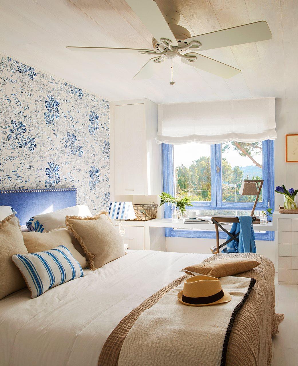 Las cositas de beach eau una alegre vivienda llena de for Papel pared dormitorio
