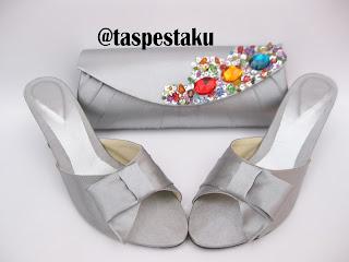 Set Matching Sepatu dan Tas Pesta Silver Nuansa Payet Warna