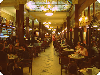 Disposição das Mesas no Café Tortoni, em Buenos Aires