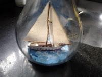 miniatura-de-barco-em-garrafa-na-vertical