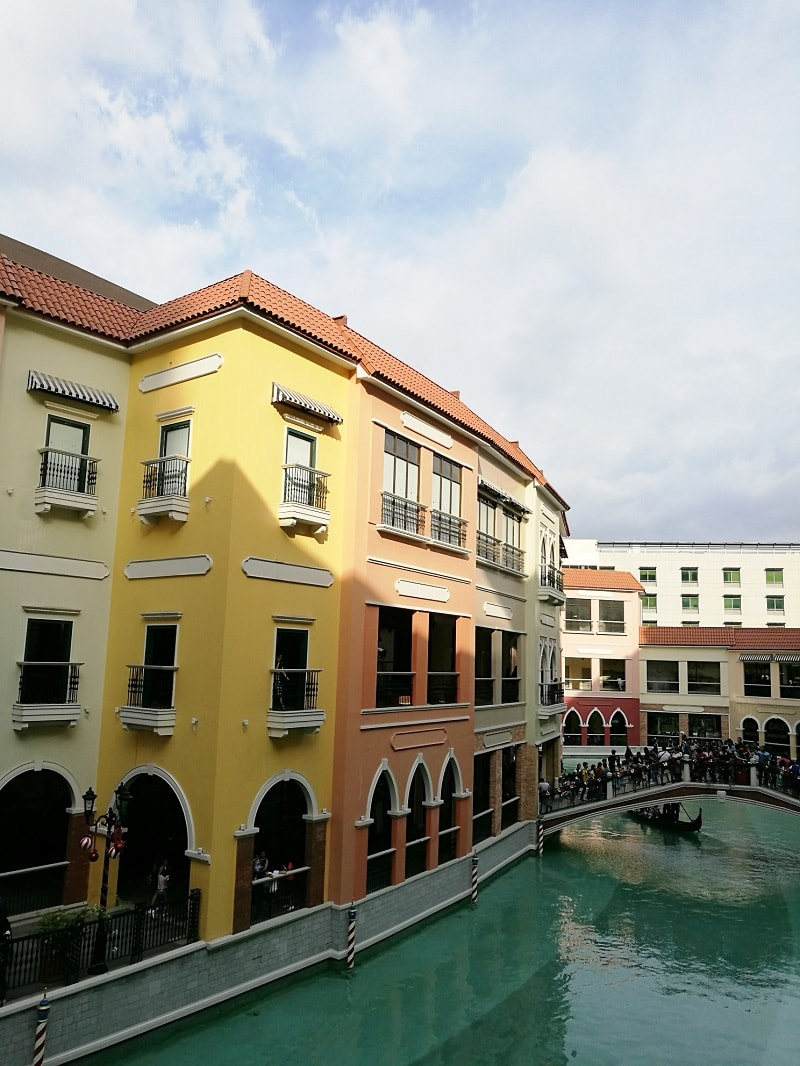 afternoon view at Venice Canal at Venice Piazza Mall, McKinley Hills