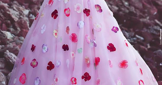 Teen Bloggers go bold yet vintage in a Long Prom Dress from Dressfashion