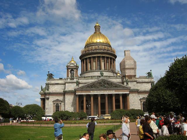 İsaac Meydanı ve Katedrali