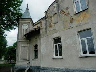 Ходорів. Костел Всіх Святих. Колишній монастир. Зараз школа № 2