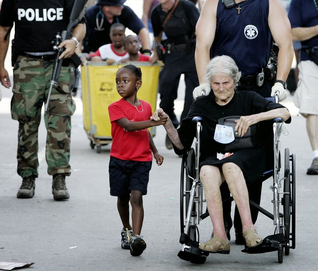 25 Photos Of People Who Will Inspire You - 5-year-old Tanisha Blevin holds the hand of 105-year-old Nita LaGarde as they are evacuated from a convention center in New Orleans