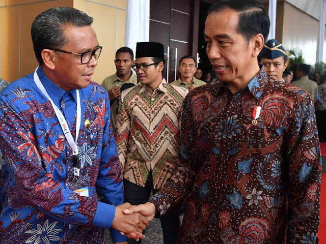 Jokowi Ajak Ngobrol Nurdin Abdullah di Hari Pers Nasional