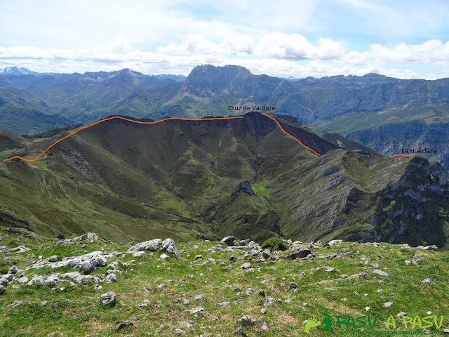 Ruta al Pierzu desde Priesca: Camino a la Cruz de Valdore