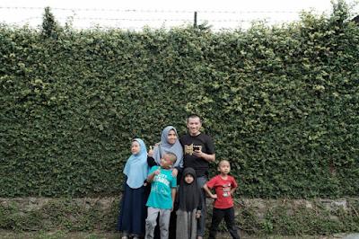 Felix Siauw bersama anak dan istri