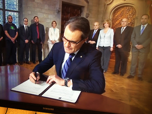 President of Catalonia, Artur Mas signs independence referendum decree