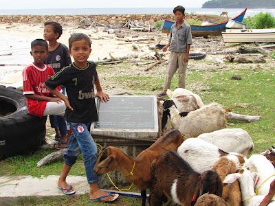 Anak-anak Pulau Nasi Aceh