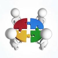 Bir daire oluşturan dört farklı renkteki yapboz parçasını birleştiren 3D adamlar